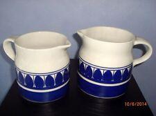 2 ältere Schramberg Krüge - Majolika - Dekor Marielle - weiß-blau   /S26
