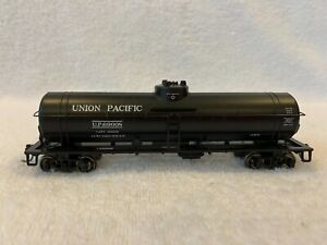 Athearn HO Scale Union Pacific Single Dome Tank Car #UP69008 with KDs