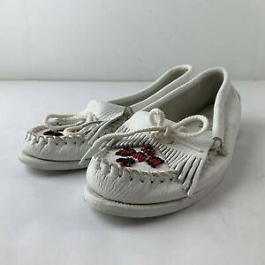Minnetonka Moccasins Thunderbird Women 8 White Leather Loafer Beaded Toe Casual