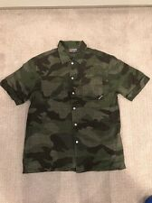 Men's Burton Button Front Short Sleeve Shirt Size Medium Camouflage Green