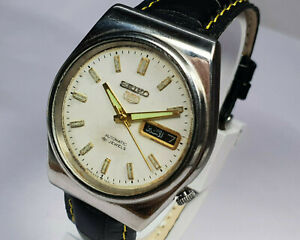 Vintage Seiko 5 Automatic Day Date Movement Analog Dial Mens Wrist Watch WU352 A