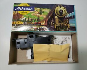 Athearn HO Unassembled Kit 5360 Undecorated Wide Vision Caboose Black