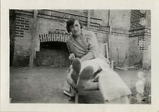 PHOTO ANCIENNE - VINTAGE SNAPSHOT - FEMME REPOS CHAISE PIEDS DRÔLE - WOMAN FOOT