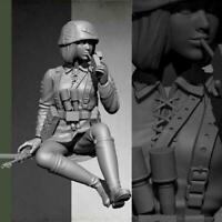 1:16 Resin Figure Model kit Female Tanker Crew Soldier Unpainted Smoking V8W8