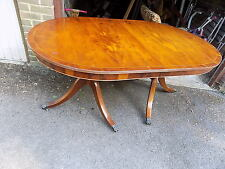 A yew D end dinning table with 1 extra leaf