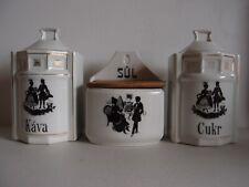 Vorratsgefäße für Kaffe, Zucker, Salz (auf Tschechisch) mit galanter Szene