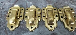 4 x  CHENY BRASS SUITCASE CATCHES TRUNK CLIPS. RE-CLAIMED.    Ref:Xmx