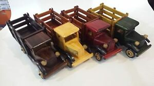 camioncino   d' epoca modellino bellissimo in legno