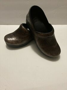 Dansko Professional Clogs Brown Leather Tooled Women's Shoes Size 39 US 8.5 - 9