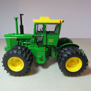 Ertl John Deere 7020 Tractor National Farm Toy Show 1/32 JD-16105A-B