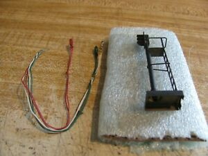 HO scale Black Signal Yard Lamp Tower With 3 Wheat Grain Lights Red, Yellow, &