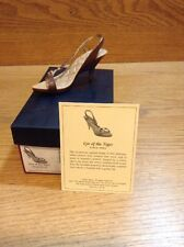 Raine Just the Right Shoe Coa Box Eye Of The Tiger 25186
