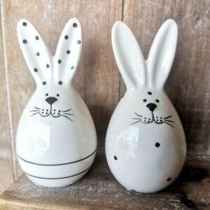 2 x Eier Hasen Osterhasen Ostereier Schwarz Weiß Ringelmuster 10 cm Figur Ostern