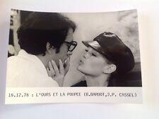 """BRIGITTE BARDOT dans """" L'OURS ET LA POUPÉE """"- PHOTO DE PRESSE 13x18cm"""