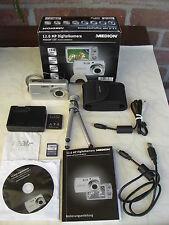 MEDION LIFE P43010 Digitalkamera 12,0 Mega Pixel ultraflach nur 19 mm silber