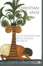 La vie quotidienne dans la place de verité.Christian JACQ.XO Editions  CV25