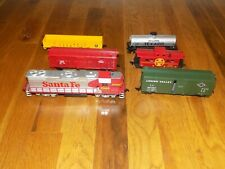 Life Like HO Scale Sante Fe Locomotive 3560 and train cars