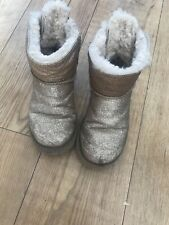 UGG GIRLS WINTER  BOOTS WITH MINI BOWS ON BACK SIZE UK3