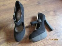 NEW IN BOX BLACK FAUX SUEDE HEELED BLOCK COURT SHOES SIZE 6 (39)