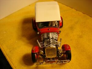 """Vintage 1930 Ford Street,Show Phaeton """"Red Chariot"""" 1/24 slot car offer by MTH"""