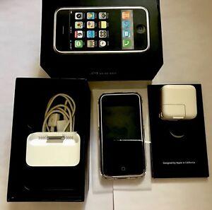 Apple 1st Generation iPhone 2G 8GB MA712LL/A A1203 iOS Version 3.1.2 - Near Mint