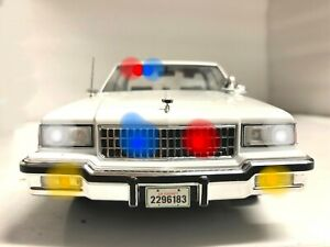 1/18 SlickTop White Unmarked Chevy Caprice Police WORKING LIGHTS CHP lapd