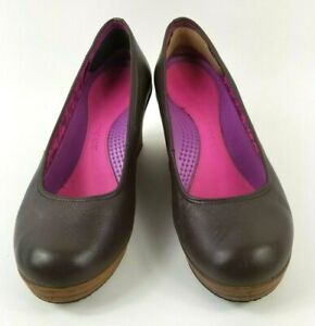 Crocs A-Leigh Brown Leather Slip on Round Toe Wedge Heel Comfort Womens Sz 7.5