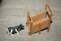 Ertl Farm Country Lot Livestack Chute & Dairy Cow 1/64 Train Display  -F#
