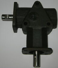"""2 Way Right Angle R08 Same Direction Gearbox - 1/2"""" Shaft - 1:1 Ratio - 1/8"""" Key"""