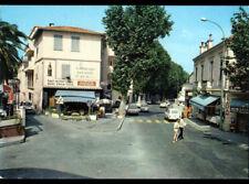 ROQUEBRUNE / CAP-MARTIN (06) RENAULT 4L au BAR-HOTEL-PMU & Commerce SADAM animé