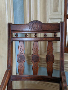 SIX EASTLAKE VICTORIAN DINING ROOM CHAIRS