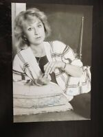 FELICITY KENDALL - THE GOOD LIFE ACTRESS - STUNNING SIGNED B/W PHOTO