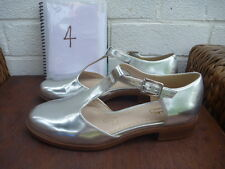 CLARKS SOMERSET SILVER SHOES SIZE 4 D  WORN ONCE MARY JANE HEELS