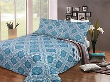 Beautiful Queeen 3 Piece Quilt Set in Blue White Floral Geometric Pattern Print
