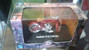 New Ray Indian V-2(1912) die cast model 1:32 New Condition