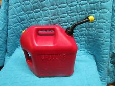 BLITZ 5 GALLON GAS CAN VENTED WITH SPOUT AND YELLOW CAP