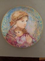 """Mother's Day Plate by Edna Hibel 1986-""""Emily & Jennifer""""-Knowles"""