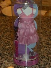 2004 BARBIE FASHION FEVER PINK DRESS BARBIE FASHION ON SPECIAL MANNEQUIN #G8989
