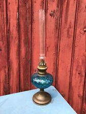 ANCIENNE  LAMPE A PETROLE RESERVOIR VERRE BLEU ET PIED LAITON