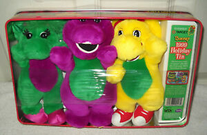 #2556 Vintage Plush Barney, Baby Bop & PJ 1999 Happy Holiday's Collectible Tin