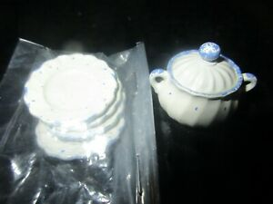 VINTAGE LOT 5 DOLLHOUSE METAL MINIATURES 1:12, GRANITEWARE TUREEN POT, 4 PLATES