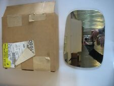 NOS GM OEM Outside Mirrors-Front Door-Mirror Glass Right 15635578 Qty 1