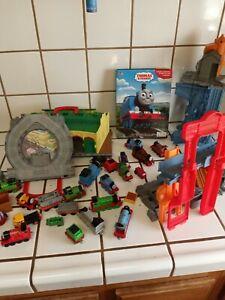 Thomas The Train Plastic HUGE Lot 13 Trains 9Train Cars &  Tracks (tested)