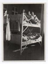 PHOTO ANCIENNE La Chambre Lit superposé Repos Portrait Groupe Curiosité 1930