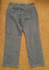Lee relaxed straight leg at the waist, womens size 10 petitie jeans. (614)