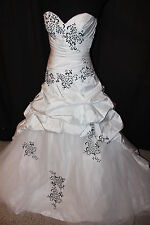 NWT White and black taffeta Size 4 formal ball gown wedding dress bridal gown