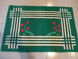HAND MADE HOOKED CARPET  41'' X 28''