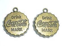 2 X Estilo Vintage Retro Cola Bottle Top encantos bronce antiguo color 20mm