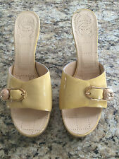 CHANEL DIRTY BEIGE/YELLOW PATENT LEATHER SLIDES SIZE 39