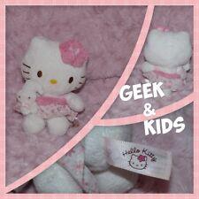Peluche Hello Kitty fleur rose - Bébé lapin dans les bras - Sanrio - 13cm - Ref